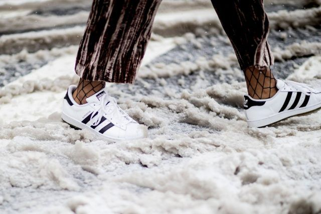 Sneakers con calze a rete