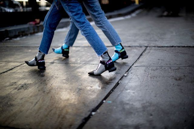 Stivaletti a forma di sandali