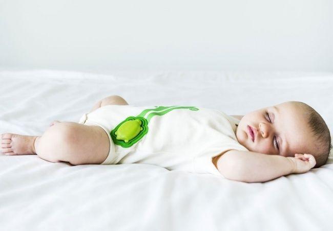Abiti con sensore per visualizzare il respiro del bambino per dormire