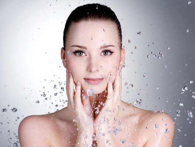 Usate acqua tiepida per risciacquare il viso