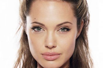 Angelina Jolie cucina e mangia insetti insieme ai figli e alla giornalista Yalda Hakim