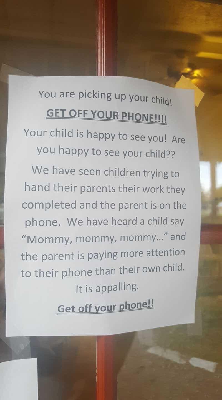 .Guardate i vostri bambini e non il telefonino!