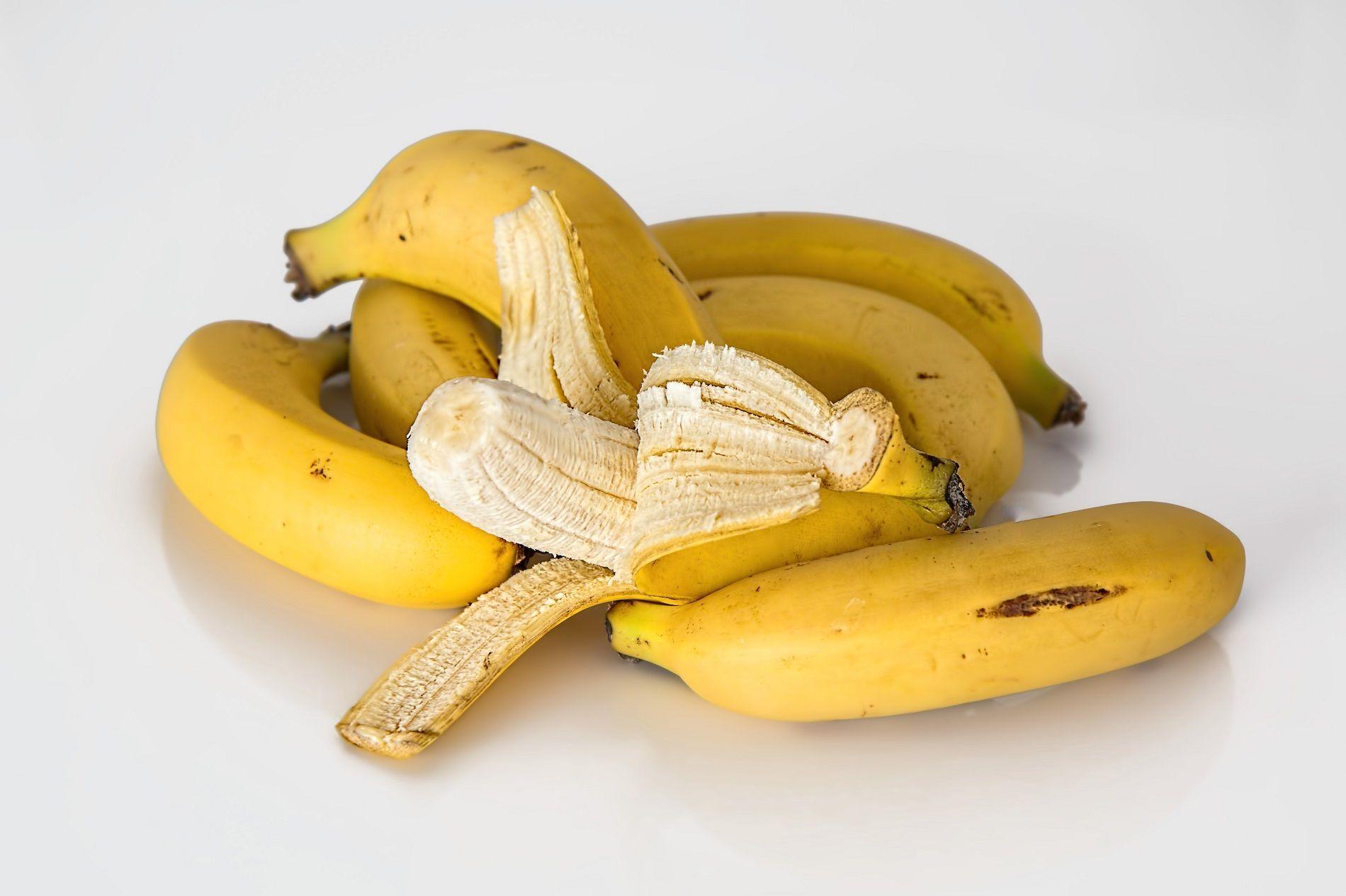 Mangiare la punta della banana fa male?