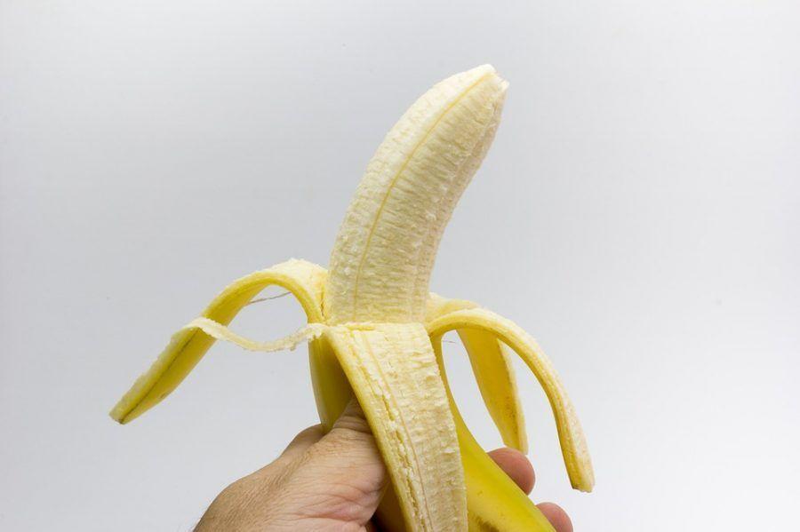 La banana si mangia tutta... buccia a parte!
