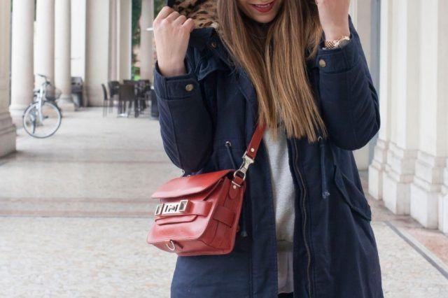 Indossa una borsa piccola