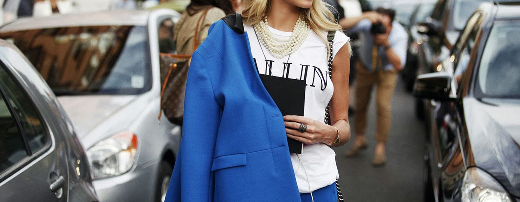 Tendenza blu: i capi e gli accessori must
