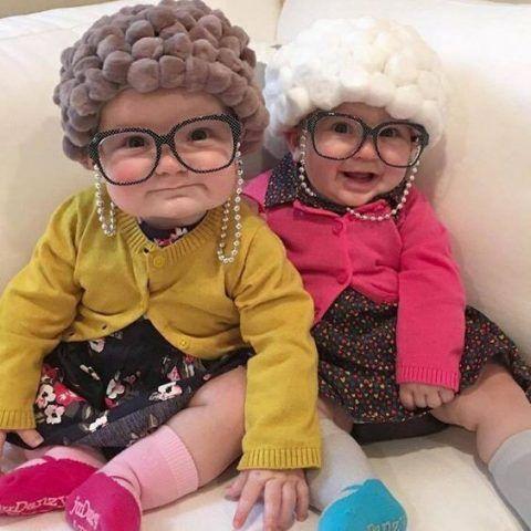 Costume di Carnevale fai da te: neonate vestite da nonnine
