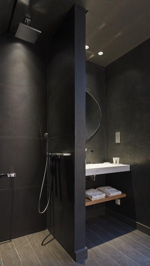 Ambiente piccolo totalmente nero