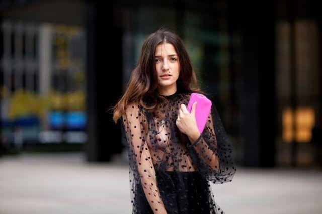 Eleonora Carisi con un outfit con trasparenze
