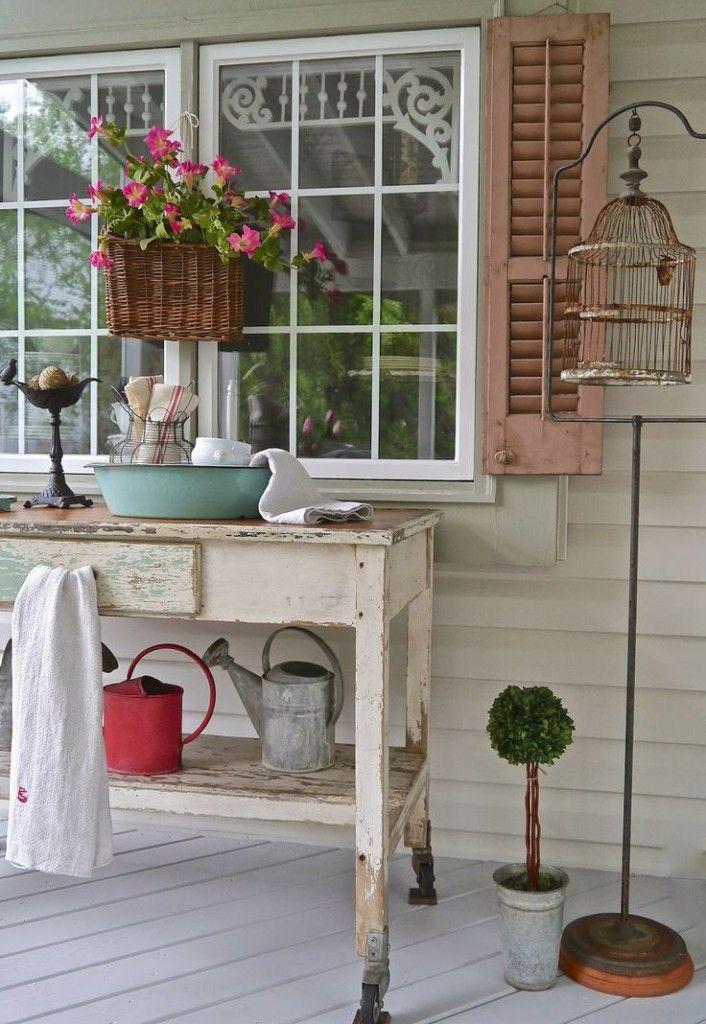 Come decorare le finestre di casa bigodino for Finestra con fiori disegno