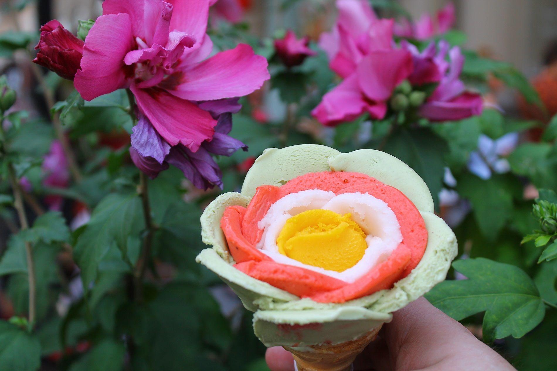Gelato a forma di fiore dai mille colori