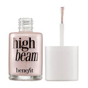 High beam Benefit- un illuminante rosa perlato satinato, ideale su ogni carnagione e perfetto per illuminare, naturalmente, ogni parte del viso che si vuole evidenziare.