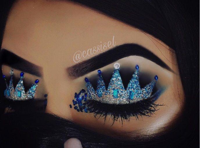 Make up occhi con corona nei toni del blu