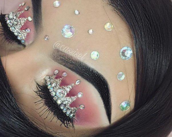 Make up occhi con corona sopra le ciglia