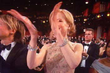 Nicole Kidman non sa applaudire e questo video lo dimostra