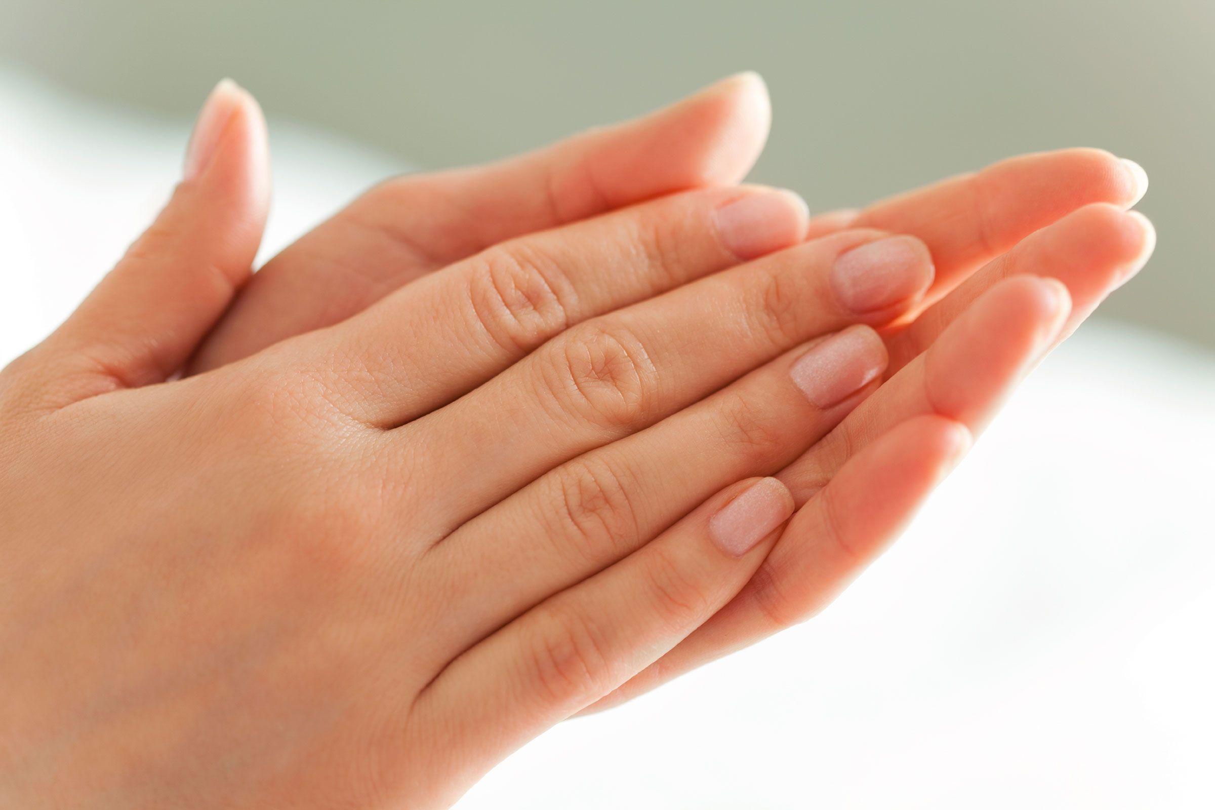 Come eliminare i peli dalle dita delle mani