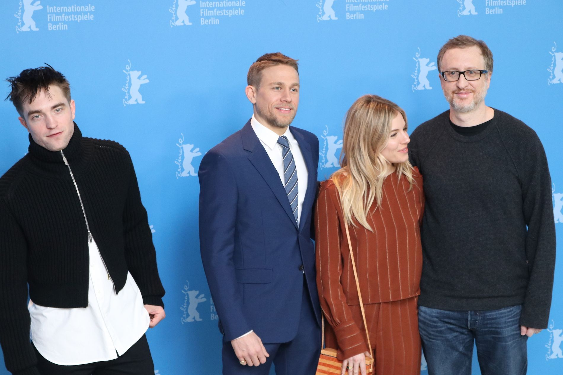 Robert Pattinson, Sienna Miller e Charlie Humman con il regista James Gray- Photo by Movieplayer.it
