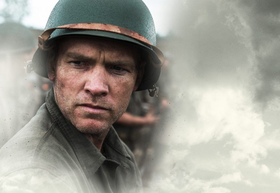 Sam Worthington nel film La Battaglia di Hacksaw Ridge