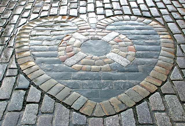 0_street_views_-_high_street_heart_of_midlothian_030951