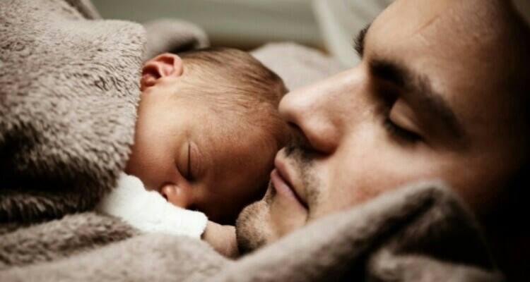 Il sonno dei bambini fino ai 3 anni, qual è il ruolo del papà?