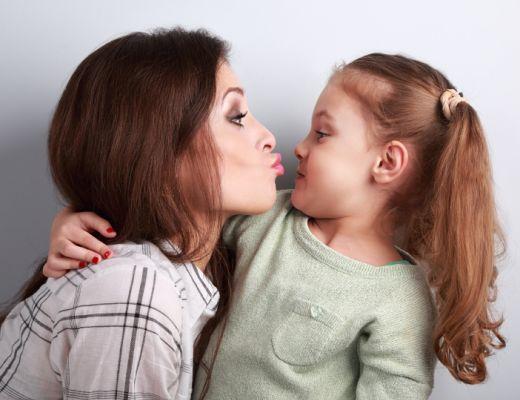 Baci tuo figlio sulle labbra ecco perch potrebbe essere - Immagini di cicogne che portano bambini ...