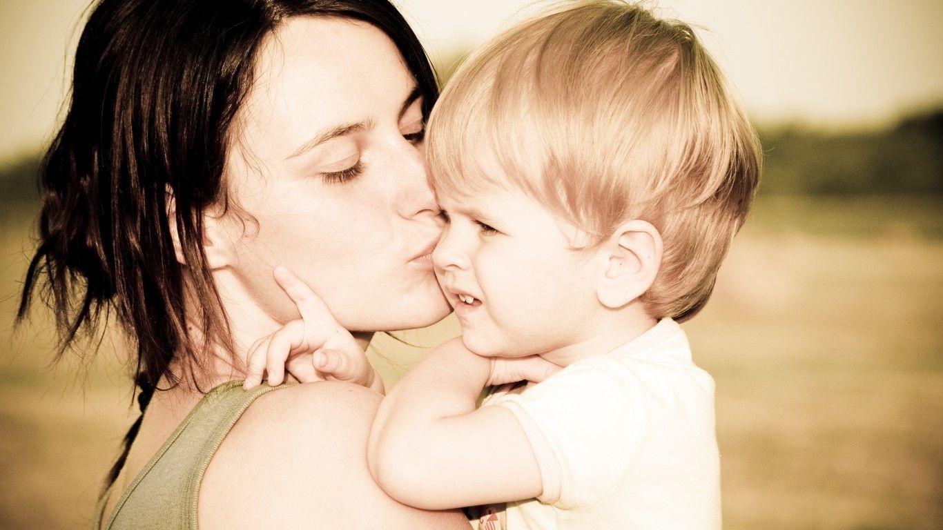 Child-kiss-mom-photo