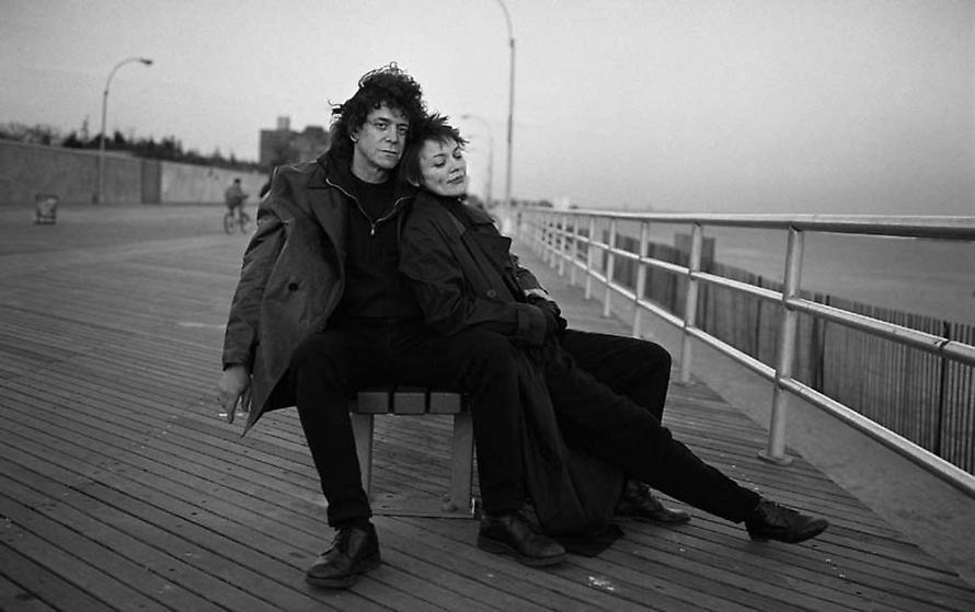 Lou Reed e Laurie Anderson si conoscono nel 1992, entrambi musicisti. I due diventano amici e poi compagni, sposandosi solo nel 2008. La storia d'amore è durata più di 30 anni ed è finita solo con la morte di lui nel 2013.