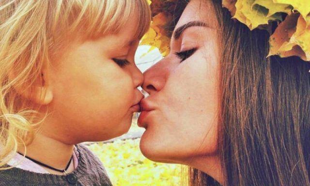 baciare-i-figli-sulle-labbra-725853