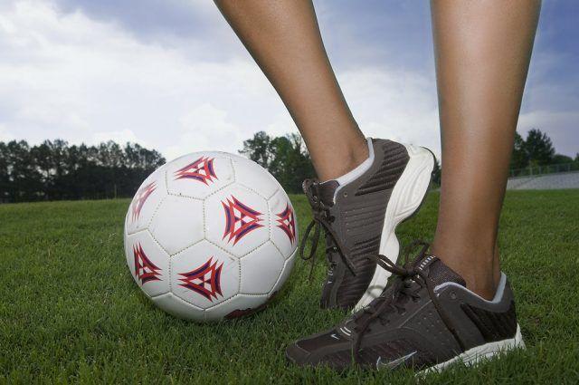 Sport di squadra, come il calcetto: si possono perdere, durante una partita, fino a 1000 calorie. Se giocate a beach volley ne potete perdere fino a 500, mentre con il basket anche più di 800.