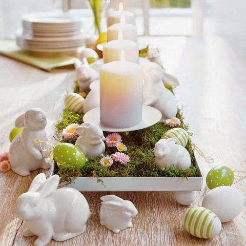 Centrotavola di Pasqua con candele e coniglietti