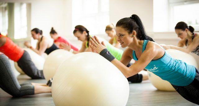 La fitball è molto utile per migliorare l'elasticità e anche in caso di contratture muscolari.