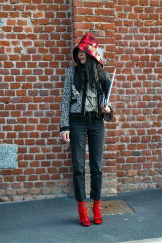 Calzini di lattice abbinati a sandali neri... OMG!