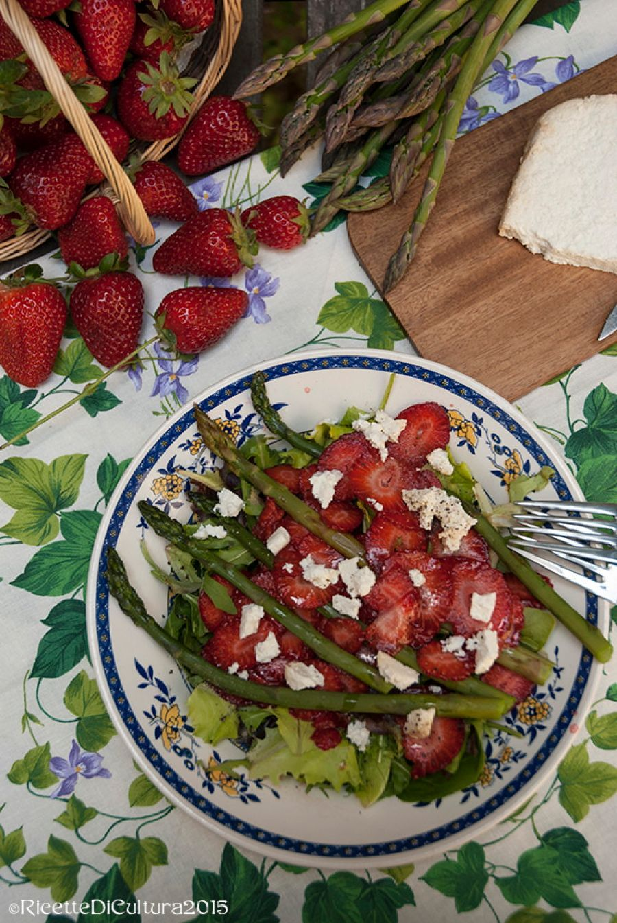 insalata asparagi e fragole_1_zps3onn7o39