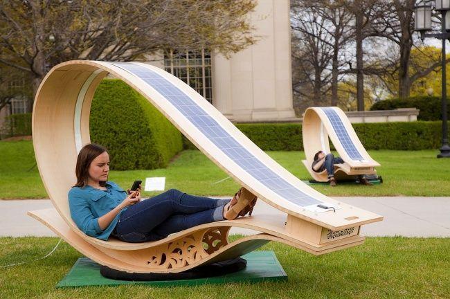 La chaise longue con pannelli solari