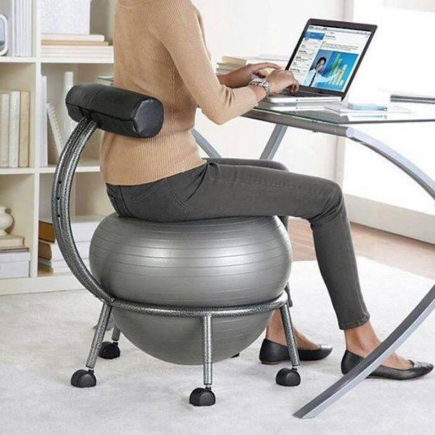 La sedia da scrivania per allenarsi