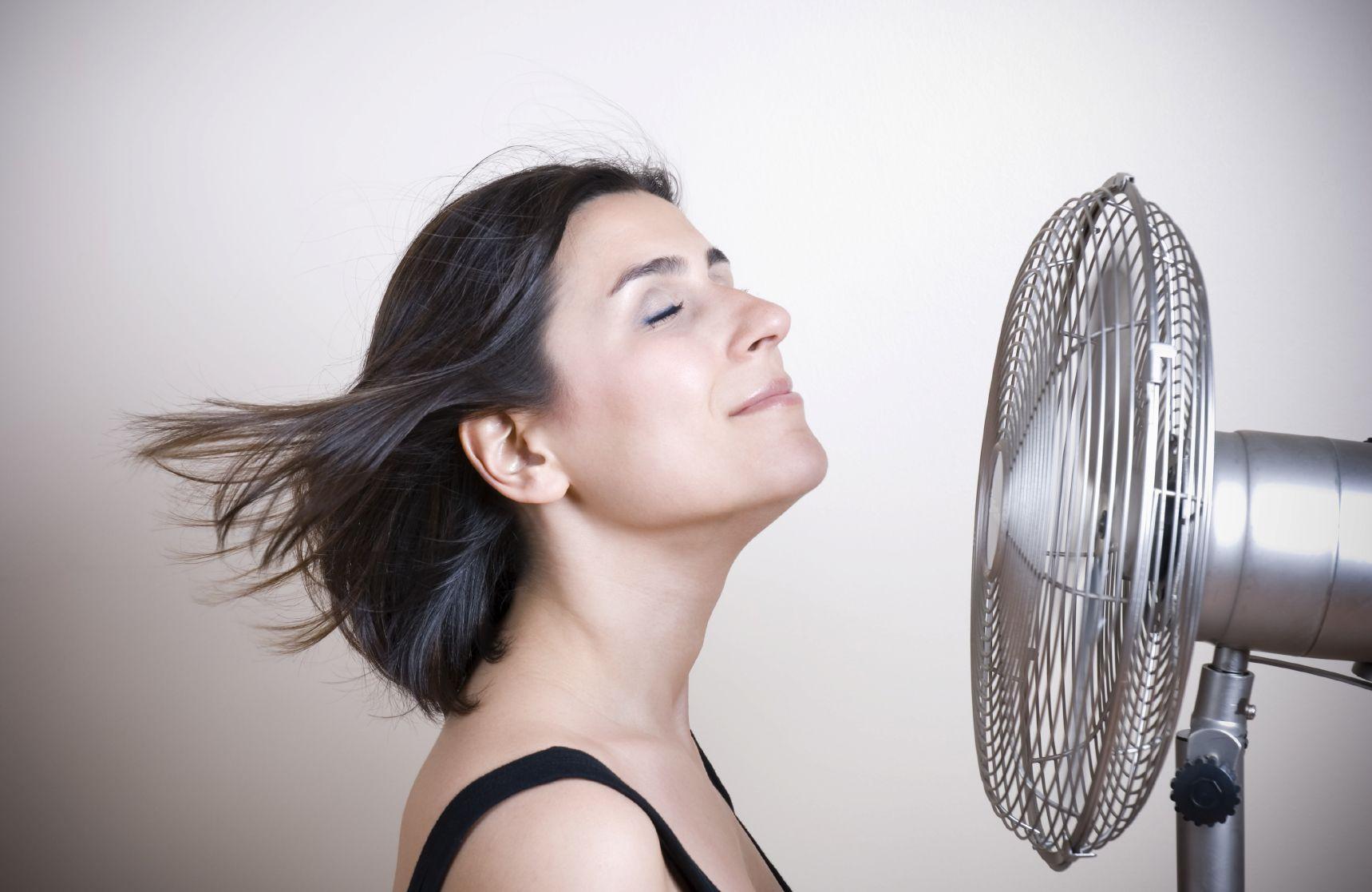 Le vampate di calore sono solo uno dei sintomi fisici, ma ce ne sono anche molti altri che influiscono sulla nostra vita.