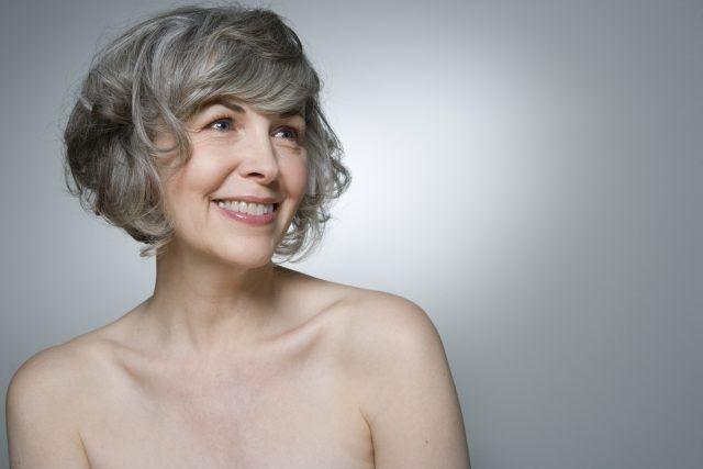 La menopausa è il momento in cui termina l'età fertile delle donne: all'inizio può essere irregolare.