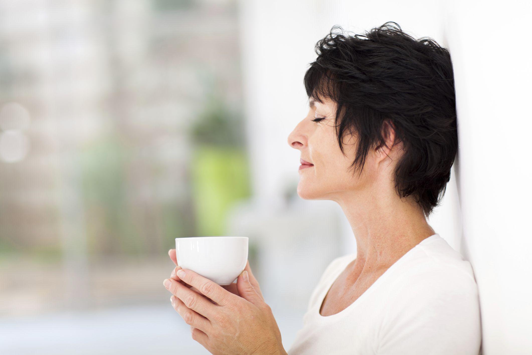 Durante la menopausa è bene curare l'alimentazione e non dimenticarsi di fare un po' di sana attività fisica.