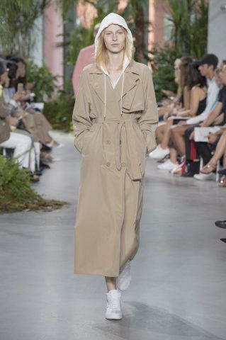 Moda primavera-estate 2017, trench