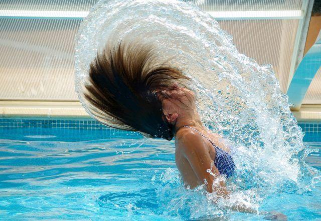 Il nuoto, ma anche altri sport che prevedono l'acqua, ci fa perdere tra le 500-600 calorie all'ora. E' un allenamento completo.