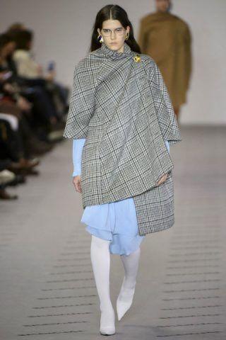 Paris Fashion Week, i mantelli di Balenciaga