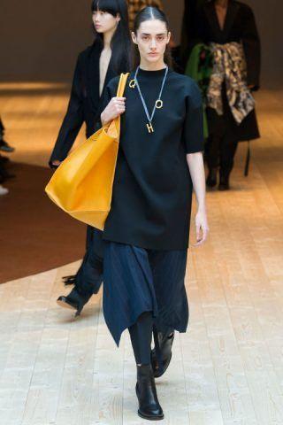 Paris Fashion Week, le maxi bag di Celine