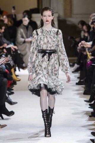 Paris Fashion Week, il romanticismo di Giambattista Valli