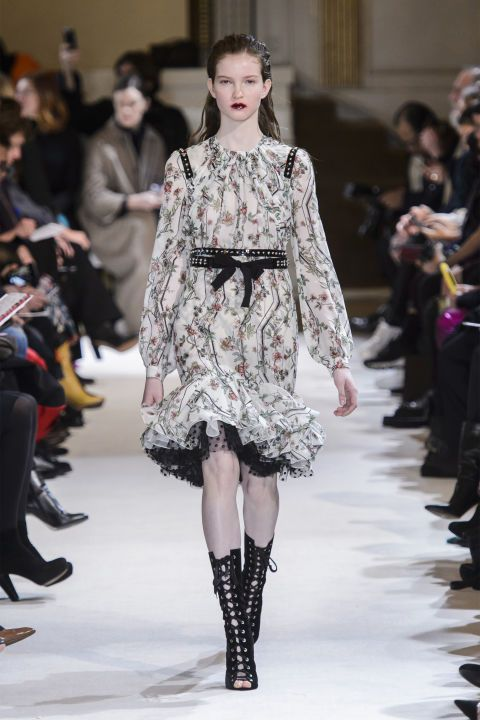 Paris Fashion Week, il romanticismo di Giambattista Valli