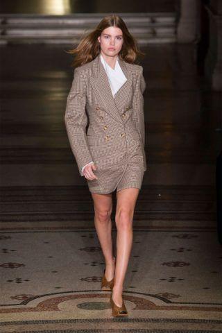 Paris Fashion Week, la giacca rivisitata di Stella McCartney