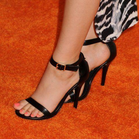 I piedi di Victoria Justice