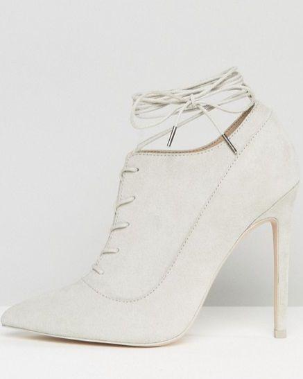 Scarpe stringate Asos, a punta con tacco: 59.99 euro.
