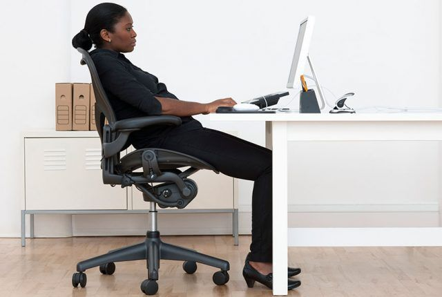 Stare seduti correttamente quando si lavora è importante, per la nostra salute.