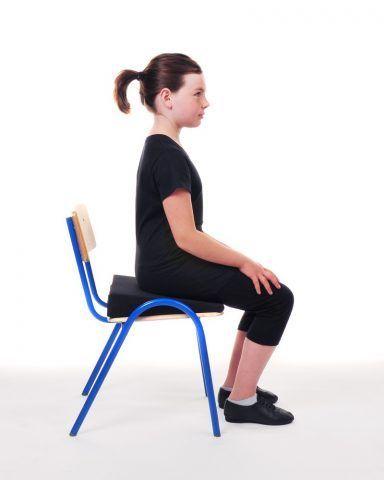 Cercate di stare dritte con la schiena, assecondando la normale curva della spina dorsale.