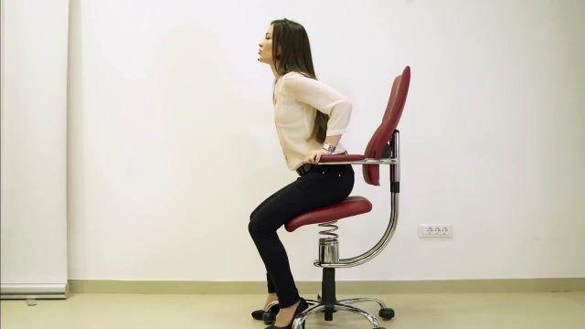 Non state sedute per troppo tempo, fate delle pause ogni mezz'ora-ora.